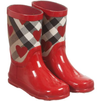 burberry-girls-red-wellies-with-house-check-hearts-バーバリーチルドレン_ハート_長靴_レインブーツ_個人輸入_海外通販_チルドレンサロン_アレックスアンドアレクサ_ファーフェッチ